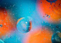 Fundo laranja e azul com bolhas da mesma cor