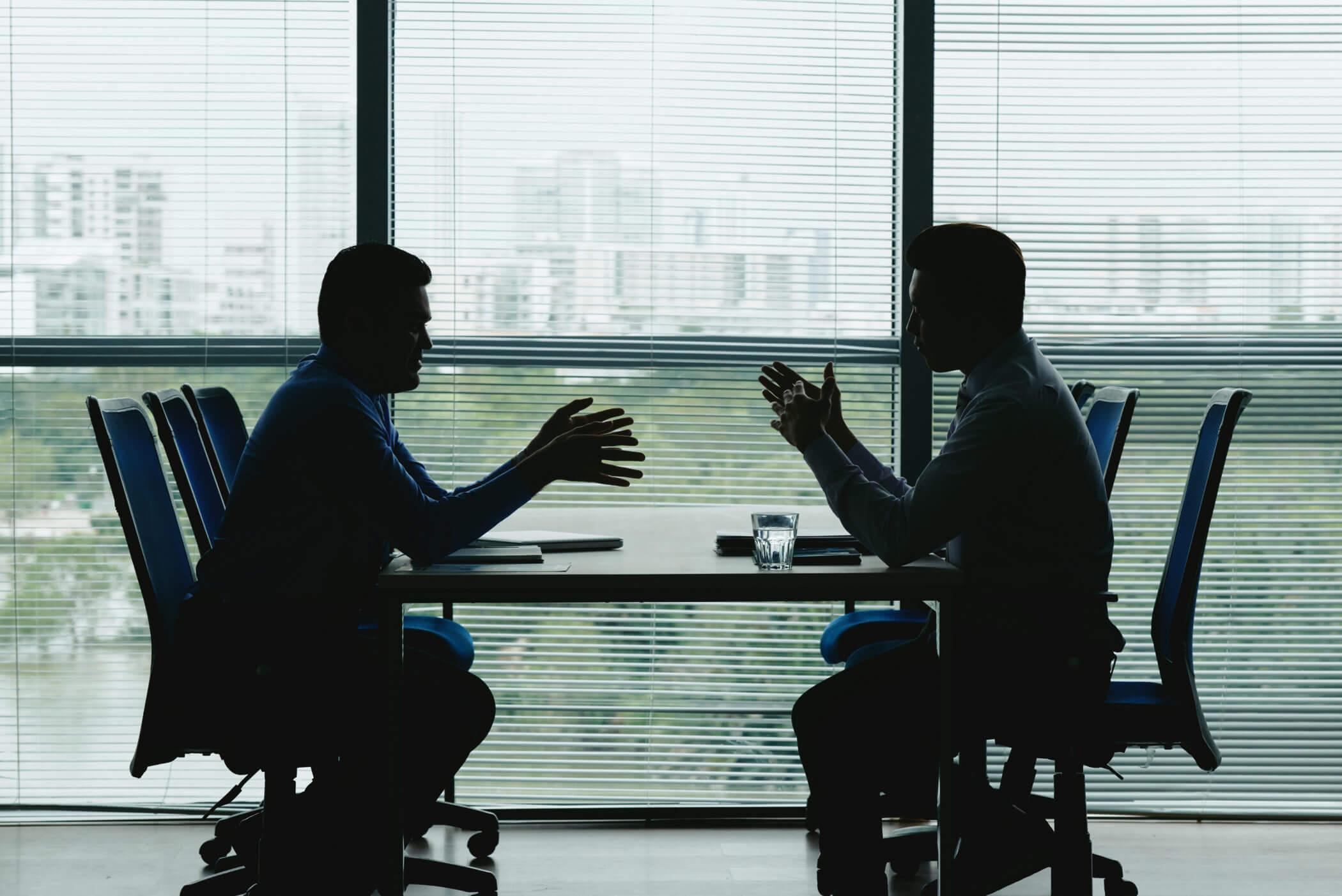 Duas perspetivas sobre como gerir um processo de feedback